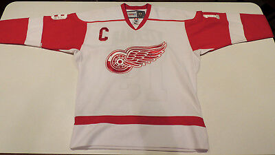 Steve Yzerman Detroit Red Wings Jersey Size 50 CCM Vintage Hockey New Canada 63791c5a7