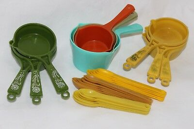 Lot of 27 Vintage Plastic Measuring Cups & Spoons Gold Green Yellow Orange