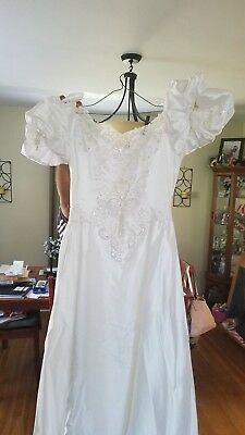 NEW Never Worn GORGEOUS A-Line SILHOUETTE Bridal Wedding Gown Size 8 Retail $800
