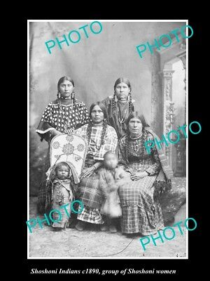 OLD LARGE HISTORIC PHOTO OF SHOSHONI INDIANS, GROUP OF SHOSHONI WOMENS c1890