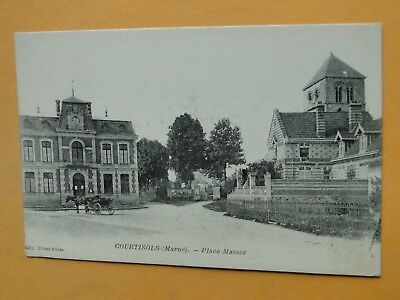 COURTISOLS  (Marne) -- Attelage place Massez - Eglise - Mairie