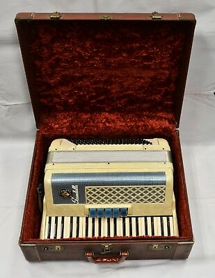 Scandalli Vintage Accordion 302/51 Italian Made With Case in Excellent Condition