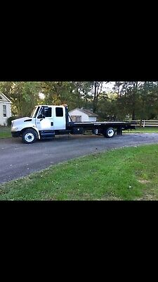 2007 international rollback tow truck!! NEW ENGINE