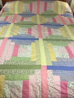 "VINTAGE HANDMADE LOG CABIN COURT HOUSE STEPS QUILT  103"" x 87  King/Queen sz"