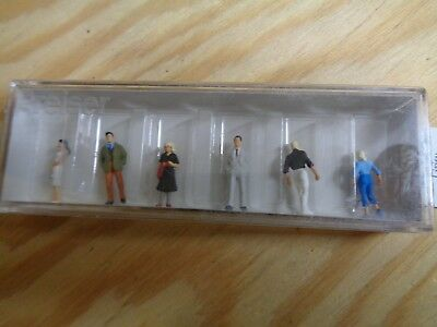 1:100 Preiser 74007 Passers-By Figures. Orig. Packaging