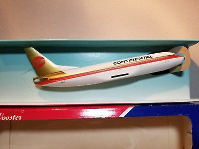 Wooster (W135) Continental Airlines 737-300 1:200 Scale Plastic Snapfit Model