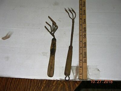 2 Vintage Garden Hand Tools cultivating claw type one is cast iron