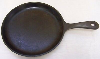 RARE Vintage HTF Griswold 42 B  Cast Iron Shallow SNACK SKILLET - VERY NICE