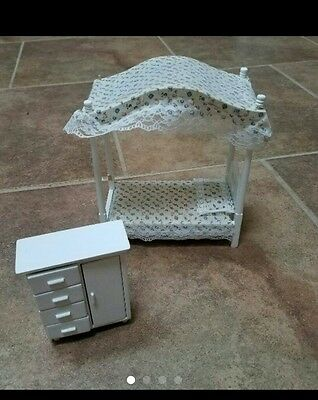 VINTAGE DOLL HOUSE MINIATURE WOOD CANOPY BED AND DRESSER lot white