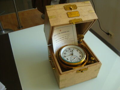 Russischer Marinechronometer in KIROVA # 17797 (Box Oak)