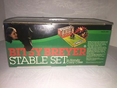 Vintage Bitsy Breyer Stable Set In Handy Carry Case Fold-up #9950