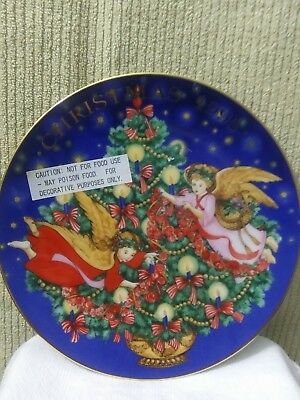 1995 Avon Trimming The Tree Porcelain Christmas Plate Trimmed in 22 Carat Gold