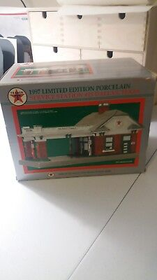 NEW Texaco 1997 Limited Edition Porcelain Service Station #15 Dallas, Texas