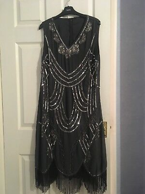 A Grey 1920's Style Flapper Style Dress In Size 18