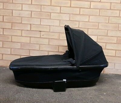 QUINNY BUZZ or BUZZ XTRA or MOODD FOLDABLE CARRYCOT IN BLACK