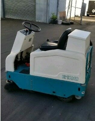Tennant 6100 Ride On Sweeper Unit - In Pristine Condition!