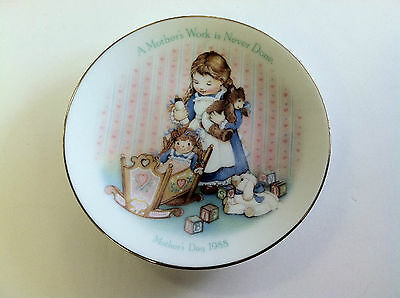Avon Mother's Day Collectible Plate 1988 A Mother's Work is Never Done Gold Trim