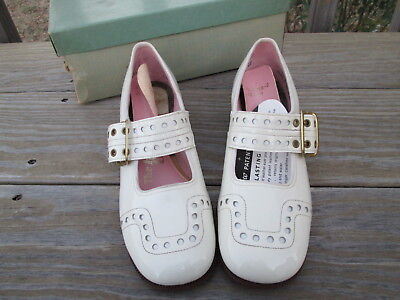 Deadstock Vintage Girls Mary Jane Shoes Off White Patent Leather Red Goose 13.5