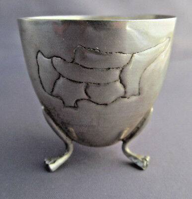 ANTIQUE FOOTED 830 SILVER 3 CLAW FOOTED ETCHED MAP USA EGG CUP 19.7g