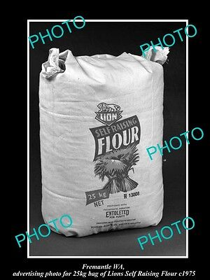 OLD LARGE HISTORIC PHOTO OF FREMANTLE WA, THE LION BRAND FLOUR ADVERTISING c1975