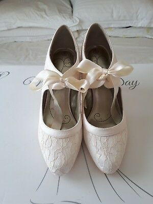 Ladies Vintage Style- Ivory Lace Bride/Wedding Shoes With Organza Ties Size 5