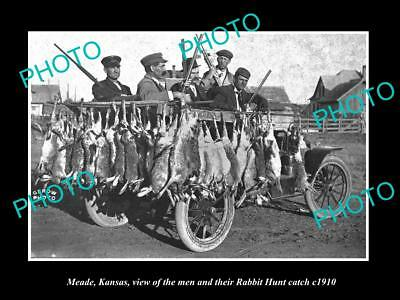 OLD LARGE HISTORIC PHOTO OF MEADE KANSAS, THE MENS & THEIR RABBIT HUNT c1910
