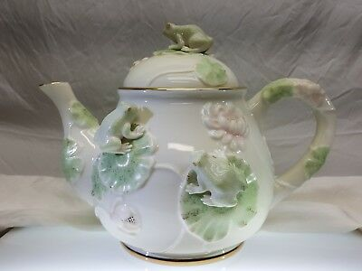 The Lenox Floral Frog Teapot 2004 Fine Ivory China Lily Pads 24kt gold Nice N/R