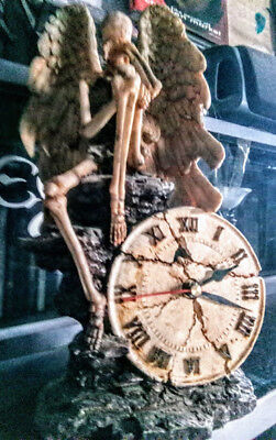 Ultra  Rare Collectors Large Crying Skeleton Gothic Clock Rrp £185.00