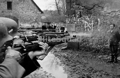 WW2 Photo German soldier being shot by his own comrades after court martial 276