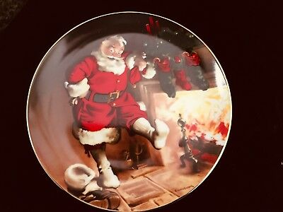"""Edwin M. Knowles """"Santa By The Fire"""" 1989 Collector's Plate"""