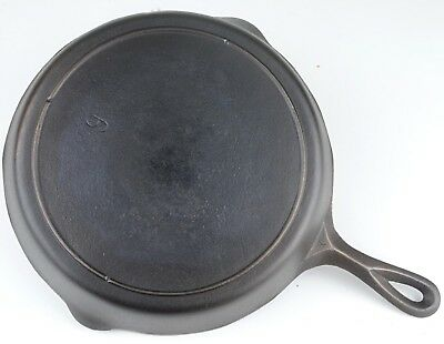 Vintage 3-Notch Lodge No 9 Cast Iron Skillet in Restored Condition