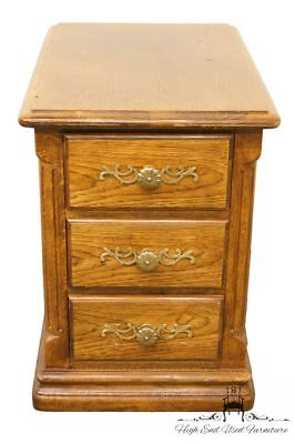 """HICKORY WHITE Country French Solid Oak 16"""" Accent / End Table 2610-88"""
