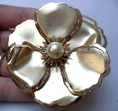 "Stunning Vintage Estate Gold Tone Faux Pearl Flower  2 3/8"" Brooch!!! 5209H"