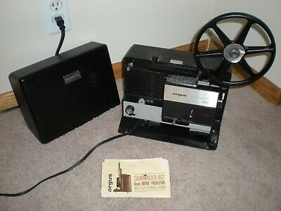 Vintage Argus Showmaster 8mm Movie Projector Model No. 462 with case