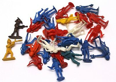"""Lot Of Red White Blue Yellow Mpc Plastic Spacemen Astronauts Aliens 2""""."""