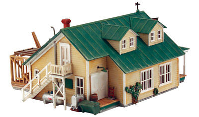 Woodland Scenics 12900 HO Scale  Woody�s Country Mart