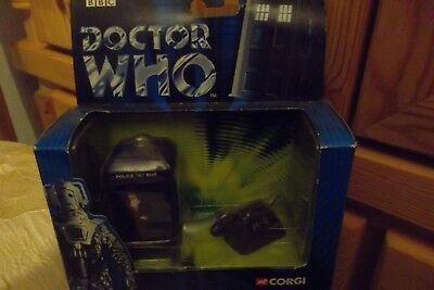 CORGI TY96102 Tom Baker DOCTOR WHO TARDIS AND K-9 SET
