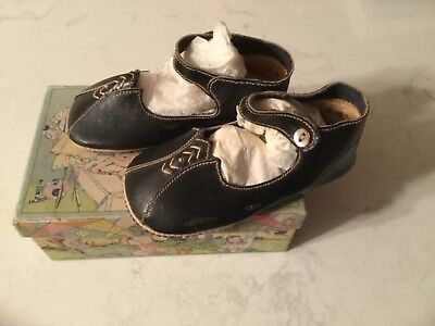 Vintage 1931 baby shoes size 4, B & B, Chicago, Illinois, with original box