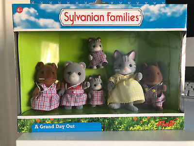 Boxed and Rare New Sylvanian Families A Grand Day Out 6 figures