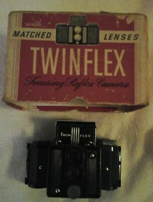 Twinflex Focusing Reflex Camera with Matched Lenses Original box & film Untested
