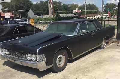 1965 Lincoln Continental  1965 Lincoln Continental hardtop sedan with suicide doors