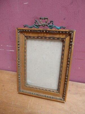 1930's FRENCH ANTIQUE SMALL GILDED WOOD PORTRAIT PHOTO FRAME BRASS RIBBON CREST