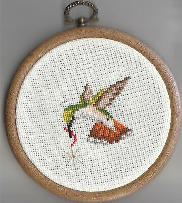 Birds - Hummingbird  In Flight  With Gold Star  In Wood Effect Flexi Hoop
