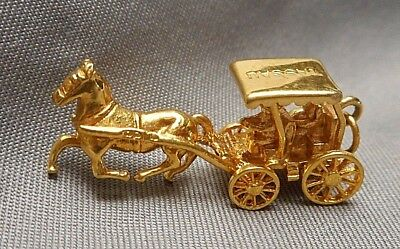 Bermuda Horse Drawn Carriage With Passengers Mechanical 9K Gold Vintage Charm For Bracelet