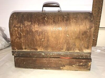 Vintage Singer Sewing Maching (early-mid 1900s) in wooden case
