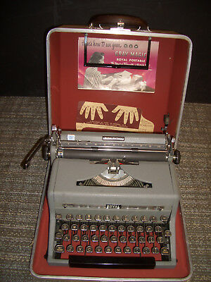 Vintage 1940s Royal Quiet Deluxe Portable Typewriter & Case
