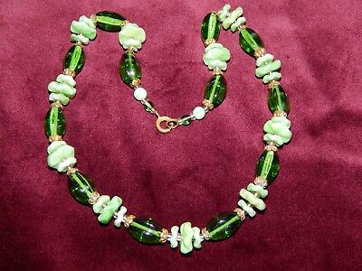 VERY PRETTY VINTAGE ART DECO GREEN CZECH GLASS FLOWER NECKLACE  ~ 1930's
