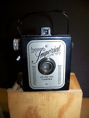 HERCO IMPERIAL VINTAGE 620 SNAP SHOT CAMERA Made in USA w/ handle strap