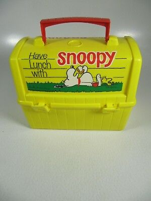 Yellow Peanuts Charlie Brown Snoopy Plastic School Lunch Box 1968