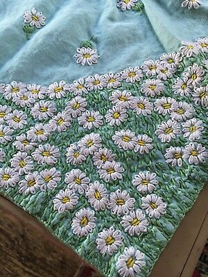 """VINTAGE HAND EMBROIDERED PALE GREEN LINEN ? TABLECLOTH ~  STUNNING DAISIES 39""""sq"""